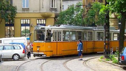 A Projekt Clja 17 Es Villamos Sszektse Moszkva Tren Thalad 61 Valamint Batthyny Trrl Indul Budai Rakparti 19 S 41